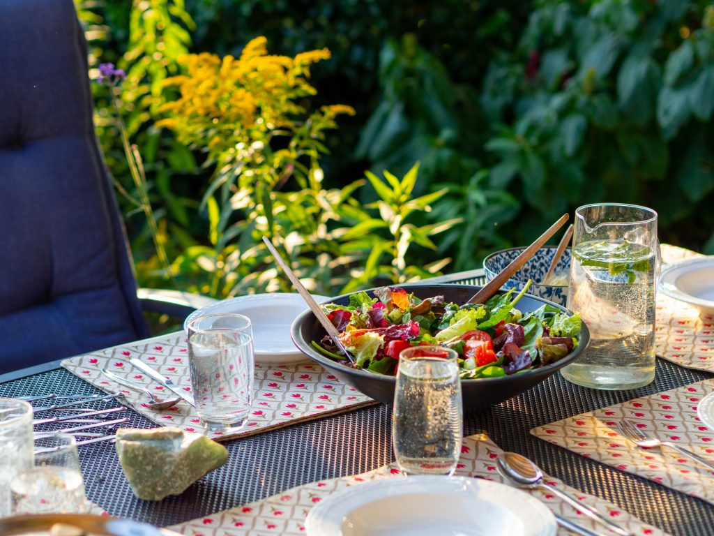 how to set up a table for casual dining